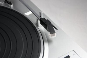 Dual DT 210 USB-Plattenspieler silber Tonarm