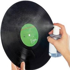 Schallplatten reinigen mit fertigem Mittel